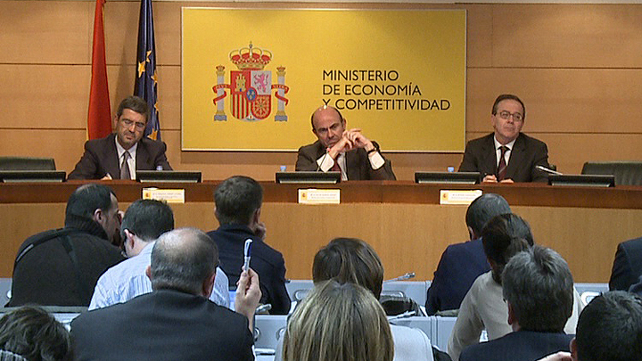 The Government presents the reform of the financial system. Photo (2/3)