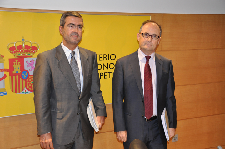 Fernando Jiménez Latorre, Secretary of State for Economy and Business Support, and Fernando Restoy, Deputy Governor of the Bank of Spain. Photo (2/4)