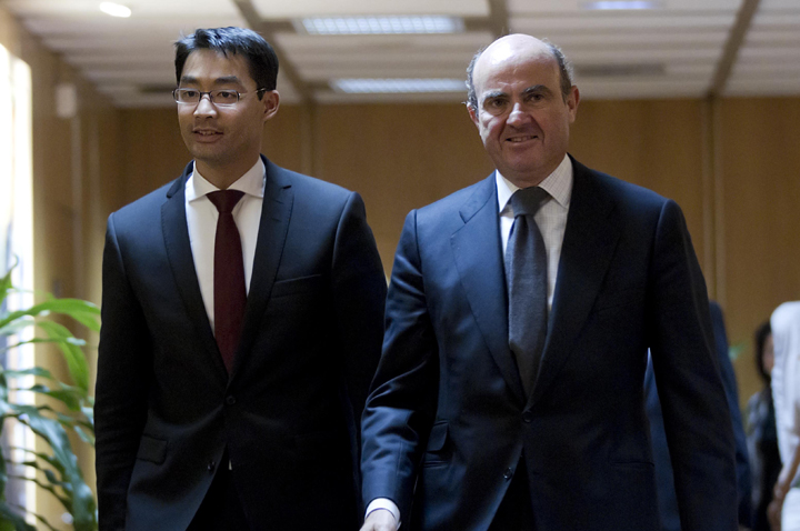 The Spanish Minister of Economy and Competitiveness, Luis de Guindos, and the German Vice-Chancellor and Minister of Economy and Technology, Philipp Rösler. Photo (2/3)