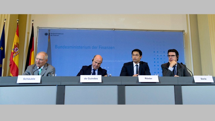 The German Minister of Finance, Wolfgang Schäuble, and the Economy Minister, Philipp Rösler, and his Spanish colleagues in Economics and Competitiveness, Luis de Guindos, and Industry, José Manuel Soria